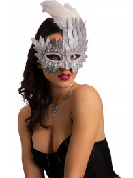 Maschera argento in ecopelle con cristalli e piume in busta su cartoncino
